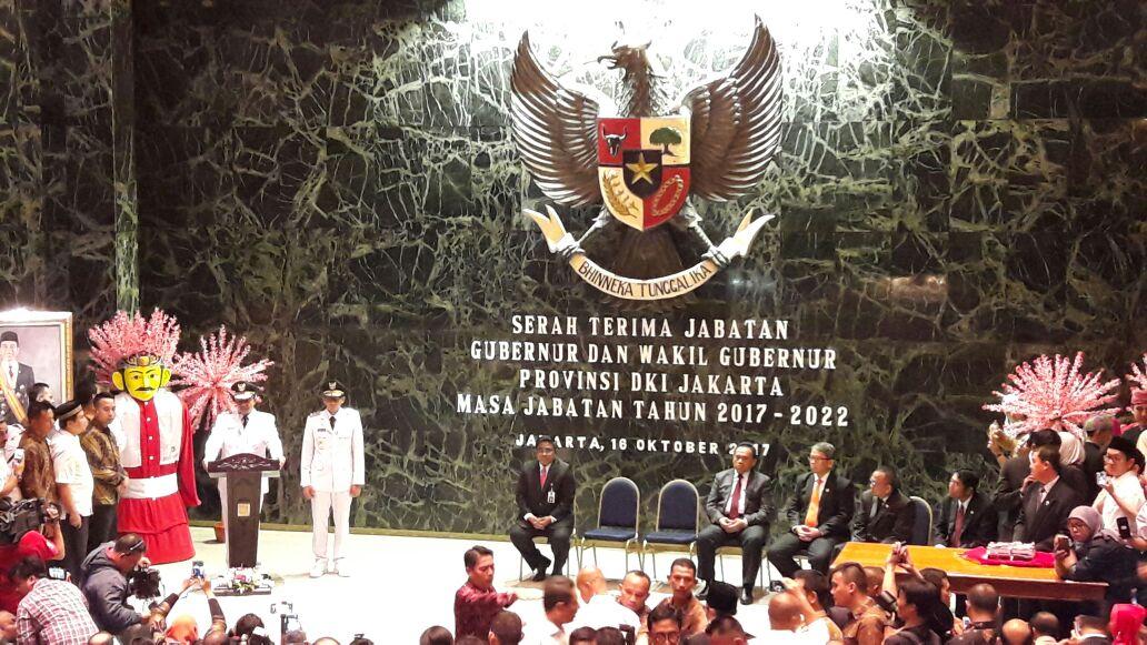 Anies Baswedan memberikan sambutan di Balai Agung, Balai Kota DKI Jakarta, Senin (16/10). Foto oleh Davin Yiulianto/Rappler