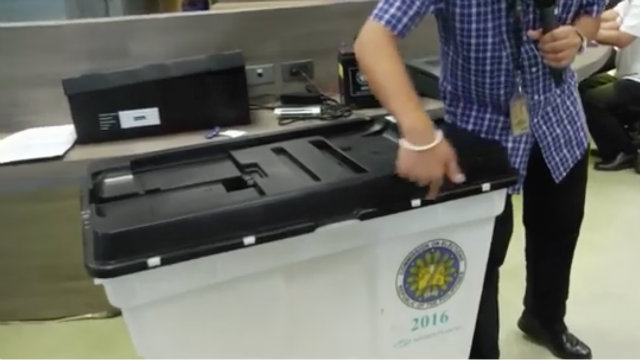 BALLOT BOX. Make sure the ballot box is empty before you put the VCM over it. Rappler photo