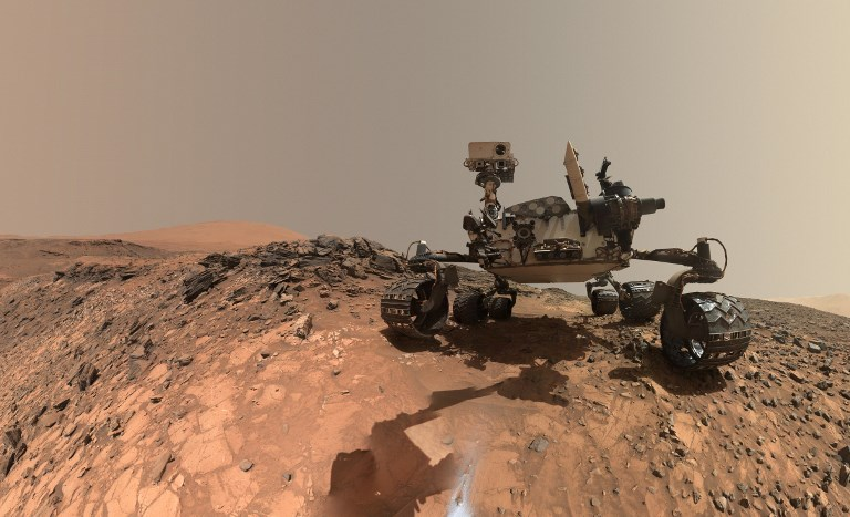 CURIOSITY. This NASA photo released June 7, 2018 shows a low-angle self-portrait of NASA's Curiosity Mars rover vehicle at the site from which it reached down to drill into a rock target called 'Buckskin' on lower Mount Sharp. File photo by NASA