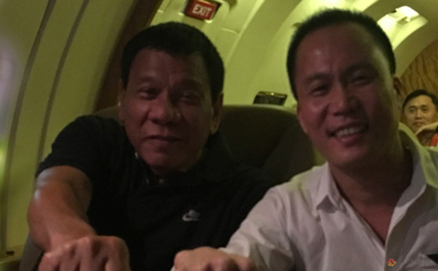 CONSULTANT.' President Rodrigo Duterte and adviser Michael Yang sit beside each other. Photo from Philippine Full Win Group of Companies website