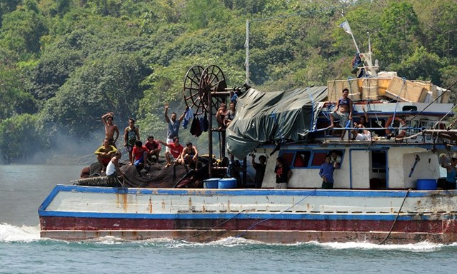 MARINE RESOURCES. Filipino fishermen wave from their fishing boat as they sail off from the port of Masinloc town, Zambales province, north of Manila on May 10, 2012, for a fishing expedition near Scarborough Shoal. File photo by Ted Aljibe/AFP