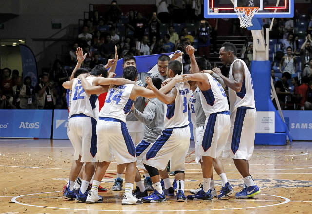 Gilas Cadets celebrate their 17th SEA Games basketball gold medal. Photo by Singapore SEA Games Organising Committee/Action Images via Reuters