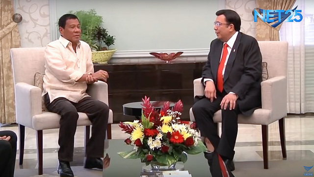 LONG CHAT. Then Davao City Mayor Rodrigo Duterte meets with Iglesia ni Cristo Executive Minister Eduardo Manalo on April 22, 2016. Screenshot from EagleNewsPH YouTube