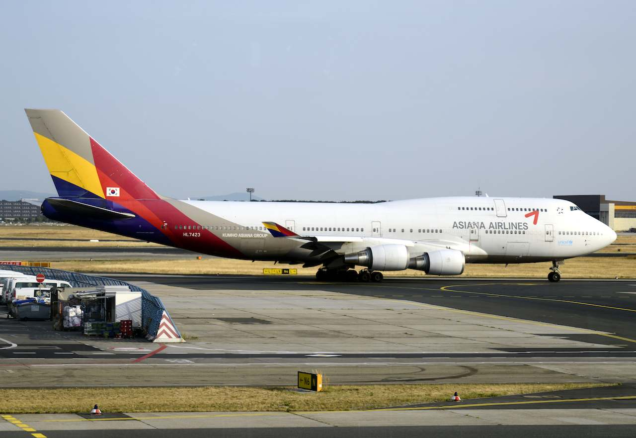 ASIANA. An image taken through a window of Asiana Airlines, Boeing 747-400 airplane at Frankfurt airport, Frankfurt, Germany, 26 July 2013. File photo by Mauritz Antin / EPA