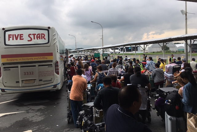 AIRPORT SHUTTLE. Passengers of diverted flights to the Clark International Airport queue for buses that would take them to NAIA in Pasay City on August 17, 2018. Photo courtesy of CIAC - Corporate Communications Office