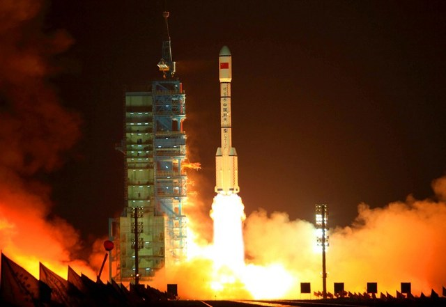 China's Long March 2F rocket carrying the Tiangong-1 module, or u0022Heavenly Palaceu0022, blasts off from the Jiuquan launch centre in Gansu province on September 29, 2011. China took its first step towards building a space station when it launched an experimental module ahead of National Day celebrations. AFP PHOTO/STR ***CHINA OUT***