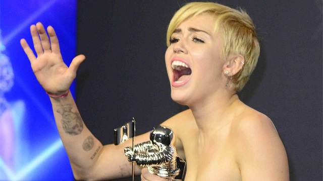 MILEY CYRUS. The singer later appeared at the press room, holding her award. Photo by Mike Nelson/EPA