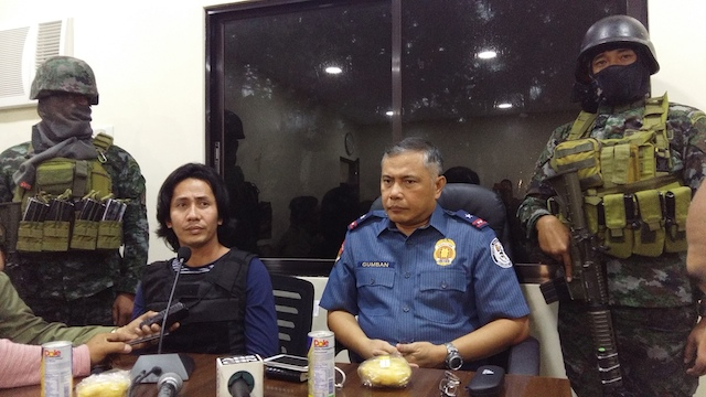 TOP DRUG SUSPECT. Chief Superintendent Renato Gumban, director of Police Regional Office-18, presents top drug suspect Ricky Serenio to media at Camp Alfredo Montelibano Sr in Bacolod City on January 9, 2017. Photo by Marchel P. Espina/Rappler