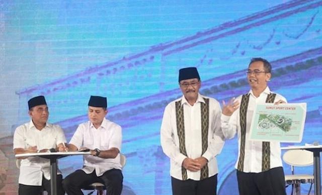 DEBAT. Pasangan Djarot-Sihar memaparkan visi-misi dalam salah satu debat resmi KPU Sumut. Foto @therealsiharsitorus