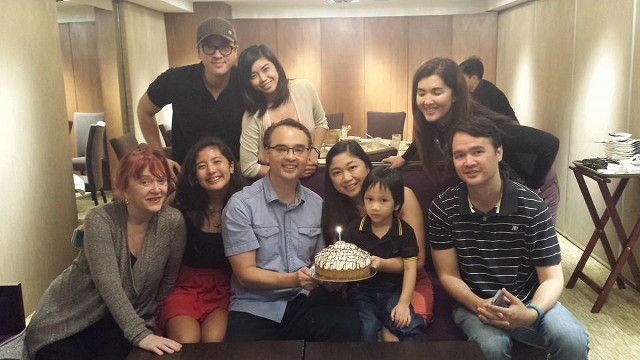 FAMILY. Alan Cayetano celebrates with his siblings and mother. Photo from Alan Cayetano's Facebook page