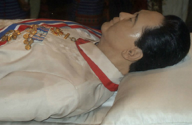 DICTATOR'S REMAINS. This file photo dated September 11, 2006, shows the body of dictator Ferdinand Marcos lying preserved in a refrigerated glass crypt in Batac, Ilocos Norte. Photo by Jay Directo/AFP