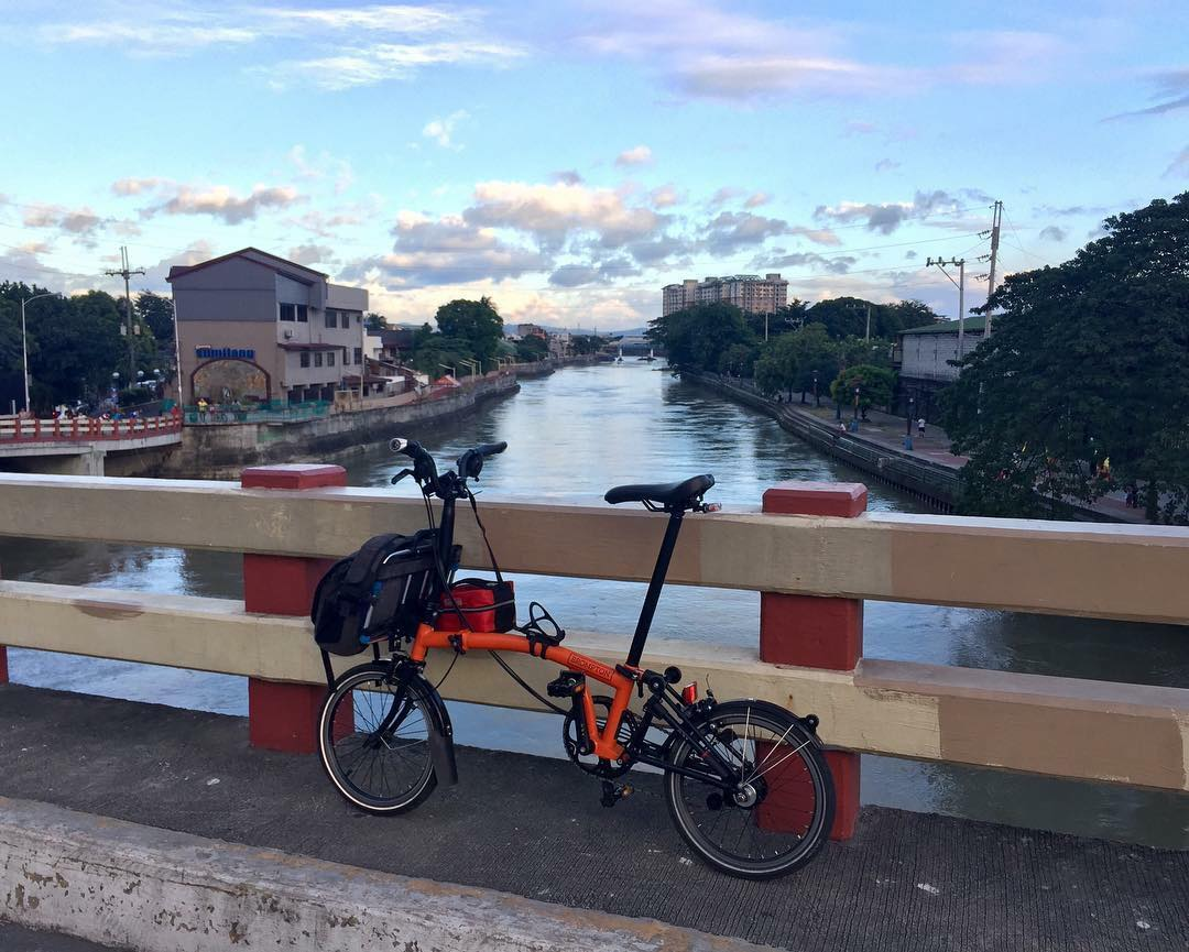 FOLDING BIKE. The orange color of Pelicano's Brompton folding bike makes him visible in his daily commute, with some bikers even asking on the TSP Facebook group whose bike was it. Photo courtesy of Pelicano