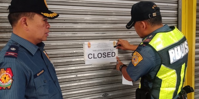 PRESIDENT'S ORDER. Police close down a lottery outlet in Quezon City on Saturday, July 27. QCPD photo