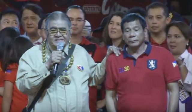 'BRILLIANT' BRAIN. Professor Jose David Lapuz addresses the crowd during the miting de avance of his former student Rodrigo Duterte. Screencap from Rappler