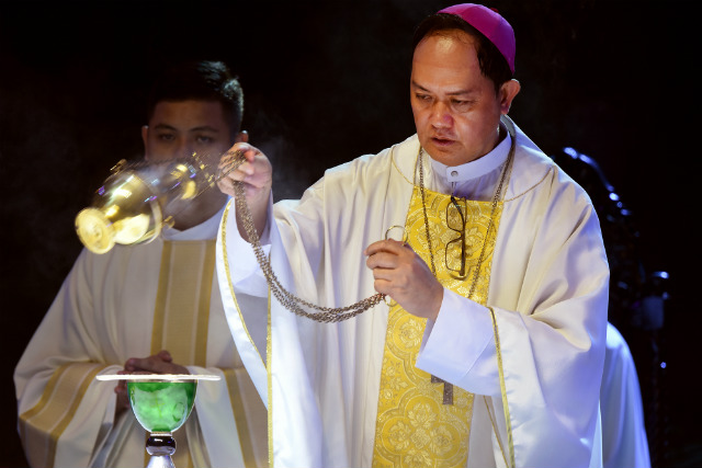 PASTOR'S COURAGE. Caloocan Bishop Pablo Virgilio David is 'a courageous pastor protecting his flock from ravenous wolves,' former Ateneo School of Government dean Tony La Viu00f1a says. File photo by Angie de Silva/Rappler