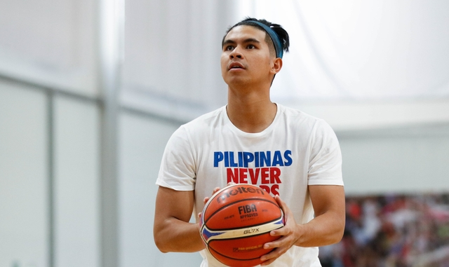 FINDING A WAY. Although still suspended, Kiefer Ravena makes sure to do his work for Gilas Pilipinas. Photo from SBP-CignalTV
