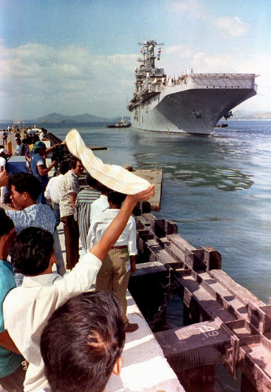 LAST SHIP. Filipino spectators watch the USS Belleau Wood leave Cubi Point as it carries the last group of some 500 U.S. marines from Subic Bay Naval Base to Okinawa on November 24, 1992. File photo by Romeo Gacad/AFP