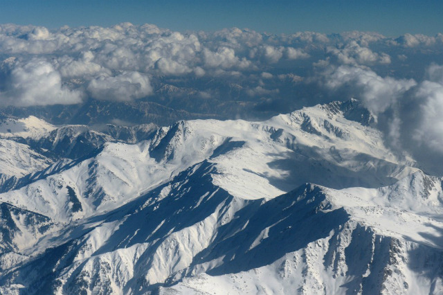 HIGH RANGE. Snow-capped Himalayan mountains in the Kashmir region are pictured during a commercial flight from Srinagar to Jammu. File photo by Tauseef Mustafa/AFP