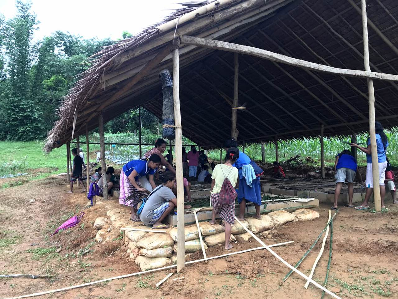 LEARN. ZEP 2030 teaches the participants the importance of vermi-composting in organic farming. Photo from ZEP 2030
