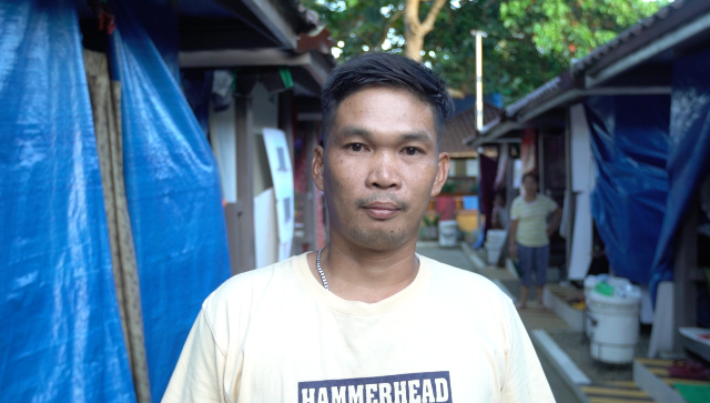 IN NEED. Richard Panganiban, 39, is an evacuee from Laguile, Taal, Batangas. Photo by Franz Lopez/Rappler