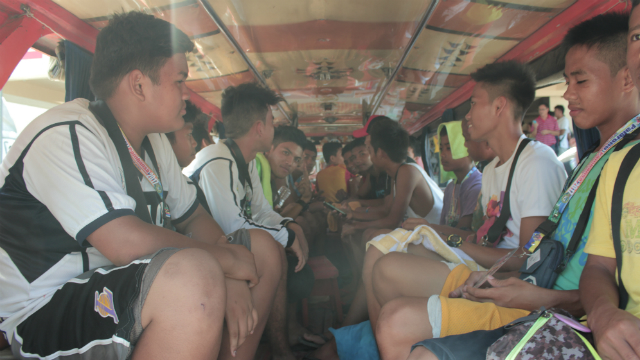 LAST MINUTE PREPS. Athletes from various regions head home after training in the Binirayan Sports Complex. Photo by Jieven Santisteban/ Rappler
