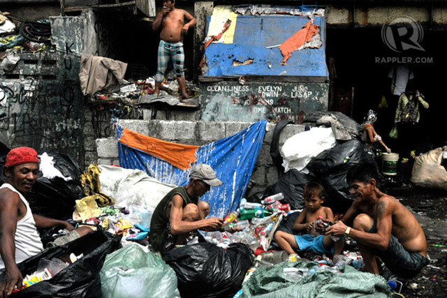 POVERTY RATE. The number of Filipinos who think they're poor declined in the first quarter of 2016, according to an SWS poll. File photo by Leanne Jazul/Rappler