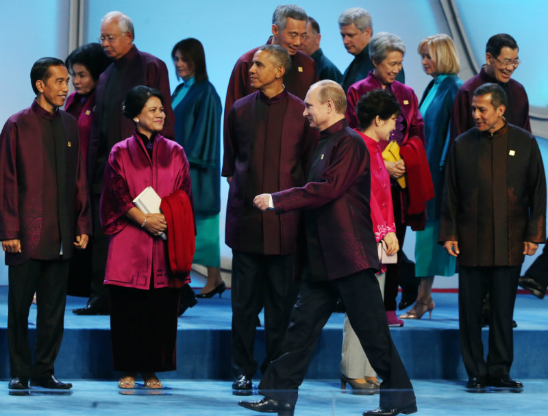 APEC TRADITION. World leaders get into position for a family photo at the Water Cube or National Aquatic Center before a welcome banquet in Beijing, China in 2014. Photo by Sergei Ilnitsky/EPA