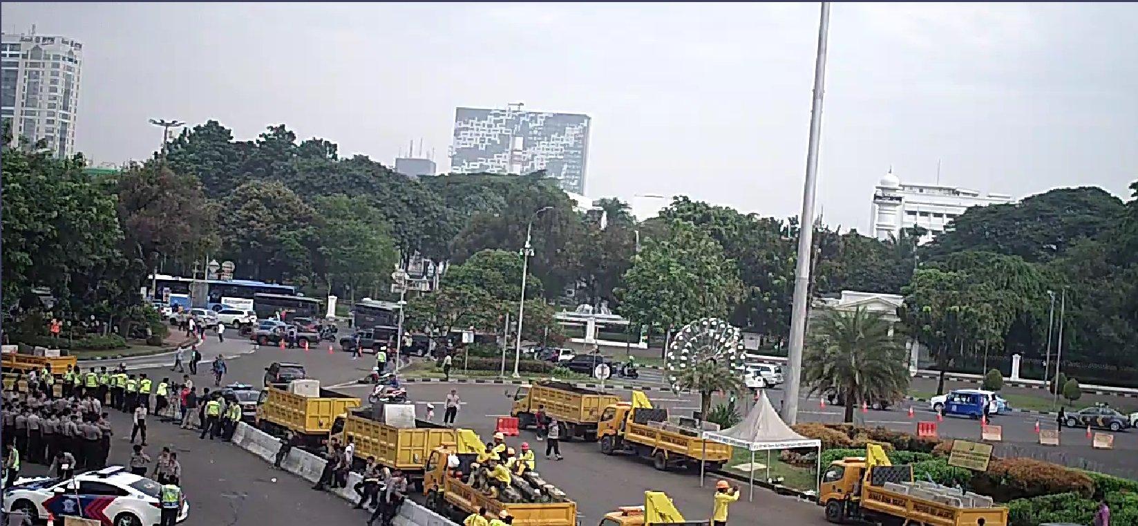 Lalu lintas di depan Istana Merdeka dan Jalan Medan Merdeka Barat, Jakarta Pusat, sebelum aksi demo pada Jumat pagi, 4 November 2016. Foto dari Twitter/@TMCPoldaMetro