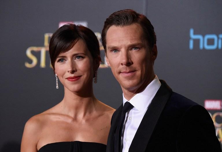 Benedict Cumberbatch bersama istrinya Sophie Hunter dalam gala premiere film terbaru Marvel u0022Doctor Strangeu0022 pada 20 Oktober di Hollywood, Los Angeles. Foto oleh Frazer Harrison/Getty Images/AFP