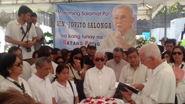 TRIBUTE. Family and friends pay their last respects to the elder statesman, who died on March 10, 2016. Photo by Katerina Francisco/Rappler