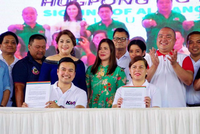 ALLIANCE. The regional parties of Carpio and Velasco ink their alliance for the 2019 elections. Photo from Hugpong ng Pagbabago's Facebook page.