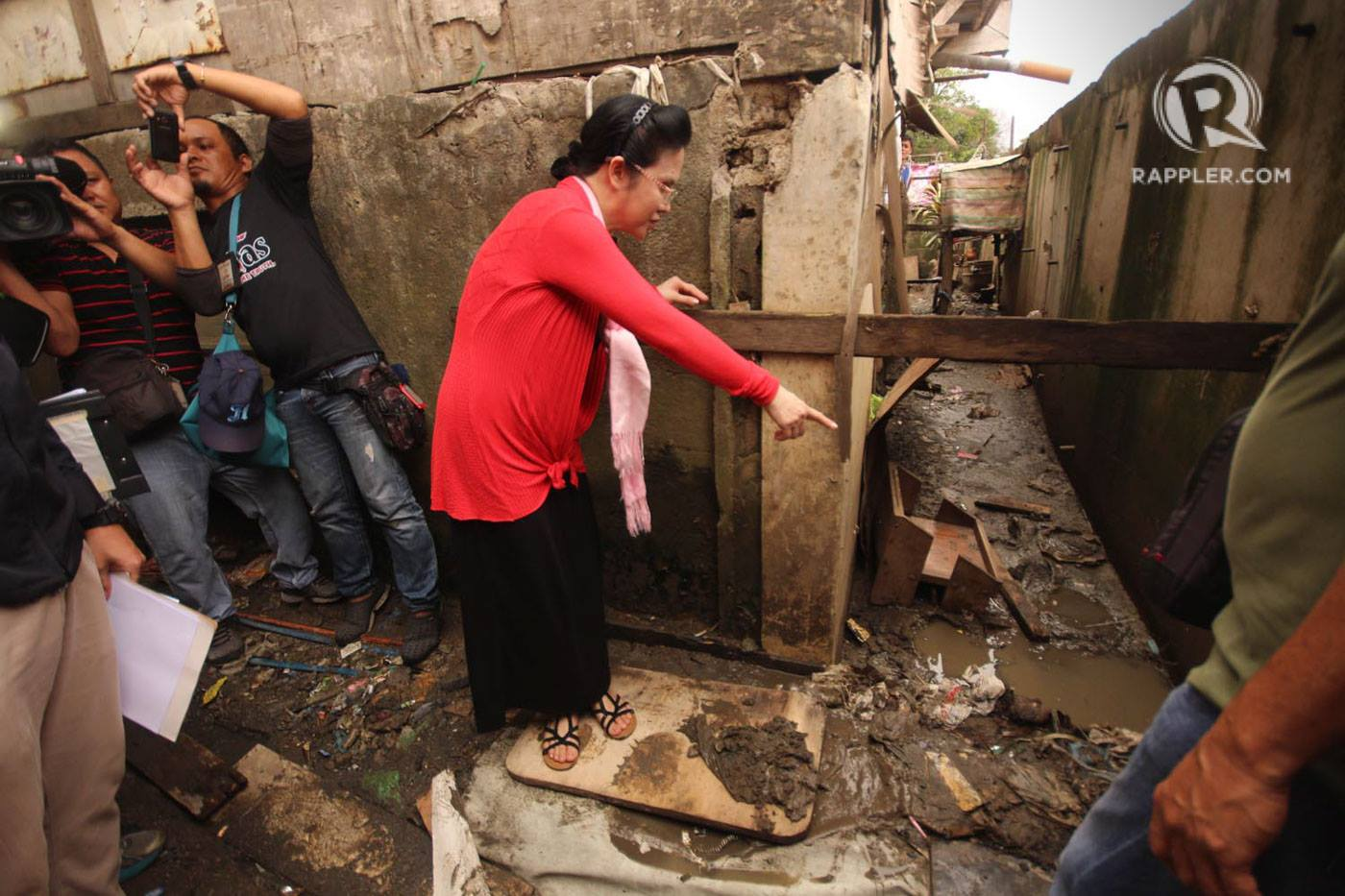 WHERE HE DIED. PAO chief Persida Acosta checks out the spot where the teenager was killed. Photo by Darren Langit/Rappler
