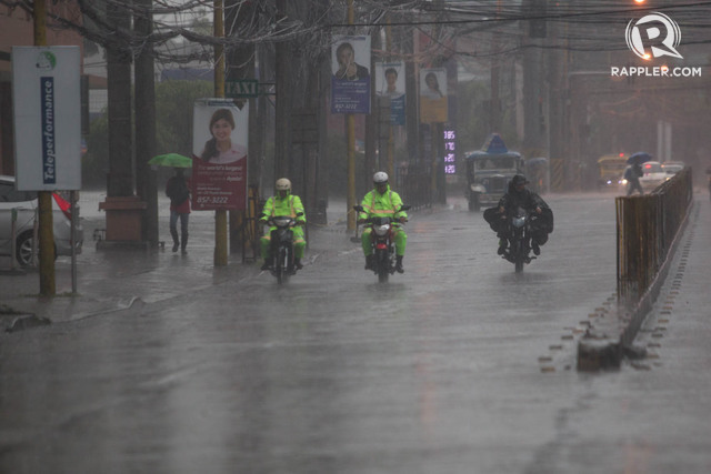 RAINED ON. Business confidence took a slight hit for Q3 based largely on the dreary weather that is expected to dampen consumer demand. File photo by Mark Cristino/Rappler