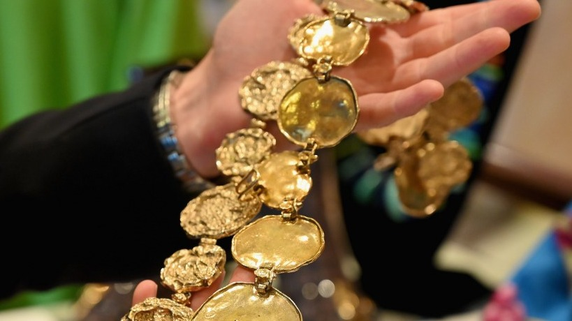 JULIENu00e2u0080u0099S AUCTIONS. A person holds a necklace, part of a collection of items owned by late US-British actress Elizabeth Taylor. Photo by Angela Weiss/AFP