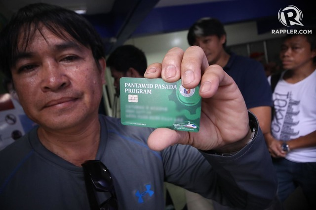 A paseenger jeep driver show his cashcard Pantawid Pampasada Program worth 5K for a year during distribution of the Card at the LTFRB on August 28, 2018. Photo by DARREN LANGIT