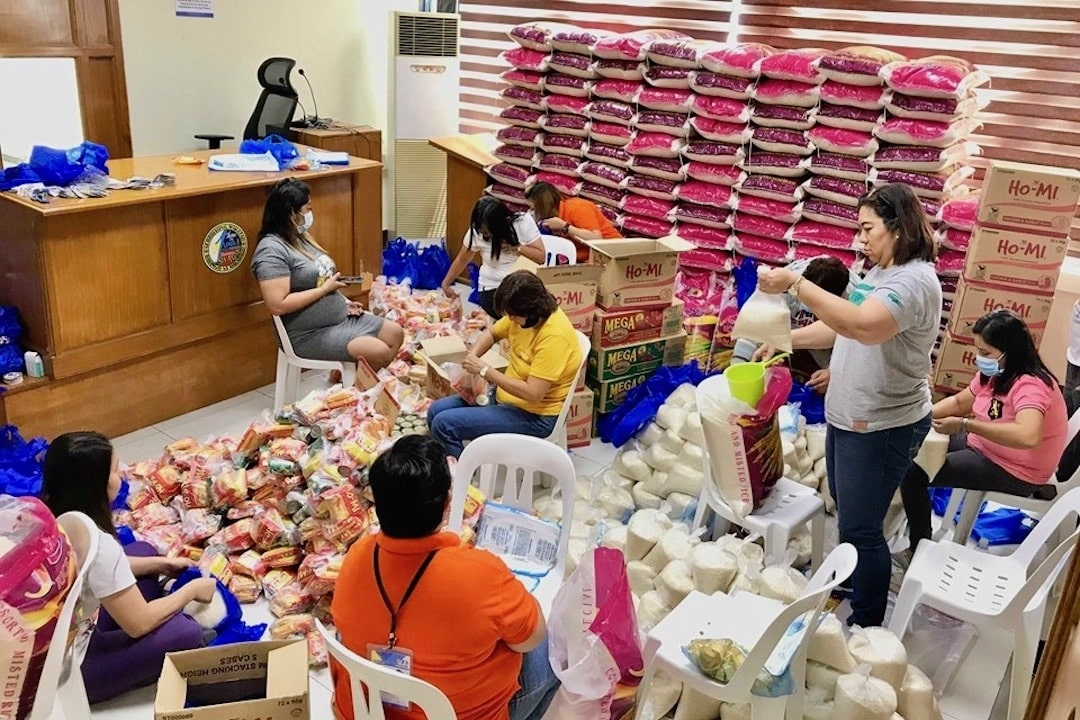 OVERTIME. Barangay personnel in Sta Ana, Taytay, Rizal convert their office into a repacking area for aid to barangay constituents. Photo from Tobit Cruz