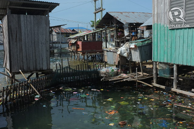 DIRTY. Many residents in Tawi-Tawi still throw their garbage into the water right below their houses