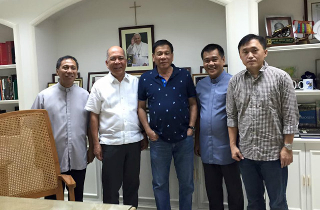 DAVAO LEADERS. Davao Archbishop Romulo Valles (2nd from left) poses with then-Davao City Mayor Rodrigo Duterte (3rd), among others, after the mayor visited him on December 4, 2015, to apologize for cursing Pope Francis. File photo from the Facebook page of Christopher 'Bong' Go