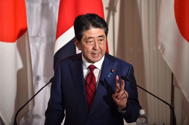 DECREASE. Prime Minister Shinzo Abe's popularity decreases as he faces a political scandal. File photo by Kazuhiro Nogi/AFP