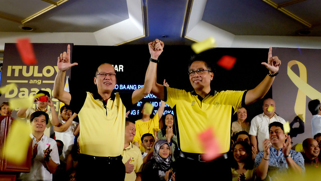 ENDORSEMENT. President Aquino endorses Mar Roxas for president in the May 2016 polls. File photo by Malacau00c3u00b1ang Photo Bureau