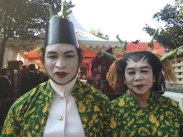 Penari Loro Blonyo dalam pernikahan Gibran dan Selvi. Foto oleh Febriana Firdaus/Rappler
