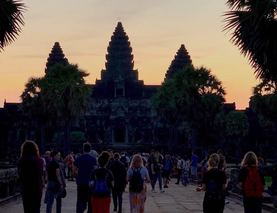 SUNRISE. Tourists wait for Angkor Wat to open as the sun rises. Photo by Chay Hofileu00f1a/Rappler