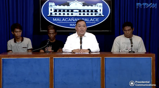 FISHING AND FOREIGN POLICY. Presidential Spokesperson Harry Roque has his own questions for the Zambales fishermen he invited to join his Palace briefing. RTVM screenshot