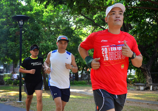 ON THE GO. Clint Ortiz, Leo Peu00c3u00b1as, and Alberto Agulto (from left to right) are set to run in the world's biggest marathon, the TCS New York Marathon, on Sunday, November 6. Photo from Open Access BPO