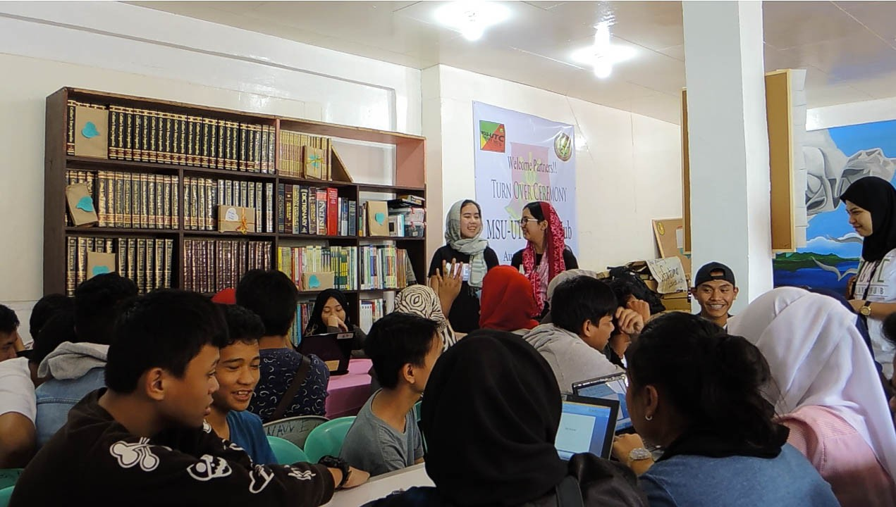MARAWI. Audrey Pe, front and center, teaches students in Marawi how to code. Photo from WiTech