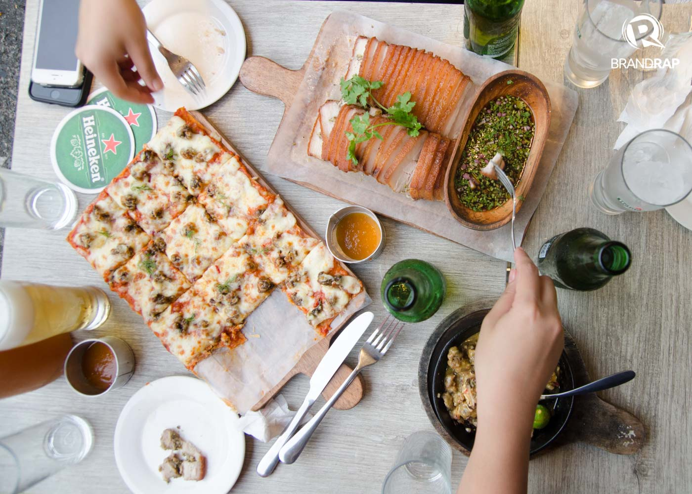 HEARTY. Habanero offers dishes infused by the habanero chili peppers like the Mussels Sisig Pizza, Oysters Sisig, and Lechon Habanero. Photo by Pauee Cadaing/Rappler