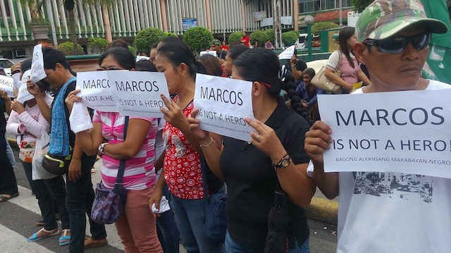 PROTEST RALLY. Negrenses stage a rally at the Fountain of Justice in Bacolod City following the hero's burial of former president Ferdinand Marcos on November 18, 2016. Photo by Marchel P. Espina/Rappler