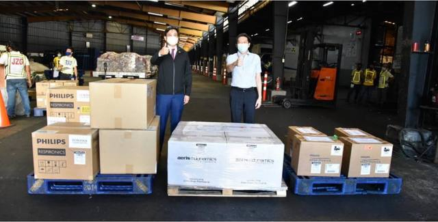 AIDING RESPONSE. Singapore delivers a second batch of coronavirus test kits to the Philippines on March 28, 2020. Photo from Singapore embassy in Manila