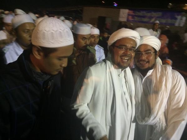NONTON BARENG. Habib Rizieq dalam acara nonton bareng bersama FPI, 30 September 2015. Foto: Rappler/Febriana Firdaus