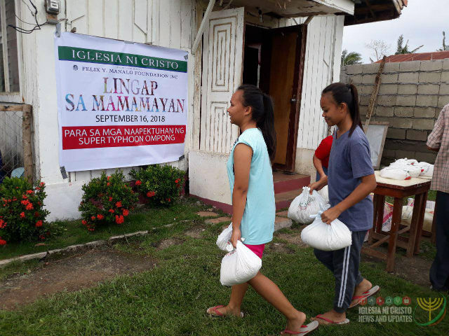 RELIEF GOODS. The Iglesia ni Cristo's Lingap sa Mamamayan in Baggao, Cagayan, benefits Iglesia ni Cristo members and non-members alike. Photo from Iglesia ni Cristo News and Updates on Facebook